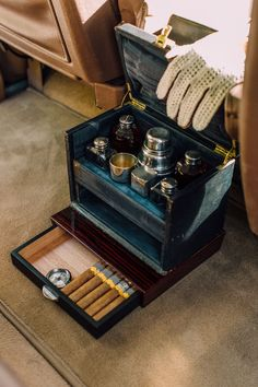 Cappuccinos, Cigars, And Shotguns: Building The Ultimate Gentleman's Range Rover – Car Collection Defender Camper, Defender 90, Land Rover Defender, Range Rover Classic, Range Rover Accessories, 4x4 Accessories, Garage Workshop Plans, Sporting Clays, Offroader