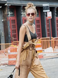 58 Fashionable Street Style Shoes Looks That Make You Look Fabulous Street Style Shoes, Street Style 2017, Chic Outfits, Fall Outfits, Top 10 Shoes, Corporate Outfits, Vs Angels, Weekend Outfit, Fall Shoes
