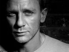 Daniel Craig Born on: March 1968 Sexy because: I didnt give two hoots about James Bond (Gasp. I know) till I saw Daniel Craig strutting his stuff What an incredible post. Rachel Weisz, Look At You, How To Look Better, Pretty People, Beautiful People, James Bond Actors, Daniel Craig James Bond, Craig Bond, Skyfall