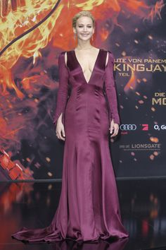 Jennifer Lawrence's Mockingjay Part 2 Premiere Gown From Every Gloriou   Teen Vogue