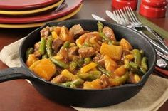 Enjoy this hearty braised beef with smoky vegetables cooked to a tender finish. This dish is a main course and can be complemented with a bread of your choice. Meat Recipes, Cooking Recipes, Healthy Recipes, Easy Healthy Dinners, Quick Easy Meals, Easy Skillet Meals, Beef Curry, Braised Beef, Hungarian Recipes