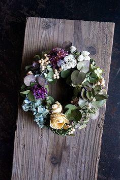 4月15日・16日に開催されるクラフターズマーケットに合わせ cross×lab さんへ納品してきました。明日、明後日cross×lab さんのブースに並... Frame Wreath, Dried Flowers, Holiday Fun, Floral Wreath, Wreaths, Green, Flowers, Flower Preservation, Flower Crowns