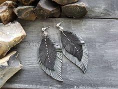 Feather earrings. Leather feather earrings. Leather earrings. Diy Leather Feather Earrings, Tribal Earrings, Leather Tassel, Boho Earrings, Leather Jewelry, Boho Jewelry, Jewelry Crafts, Jewelery, Leather Scraps