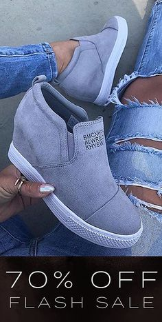 Cute Nike Shoes, Cute Nikes, Nike Air Shoes, Sneakers Fashion, Fashion Shoes, Mode Instagram, How To Wear Ankle Boots, Wedge Sneakers, Hype Shoes