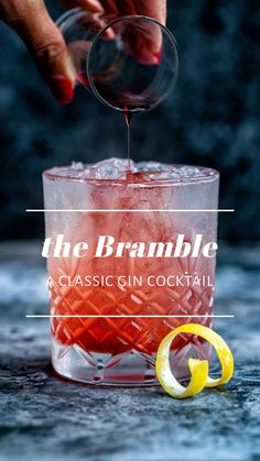 Bramble Cocktail - #cocktails Bourbon Cocktails, Tonic Cocktails, Classic Gin Cocktails, Gin Cocktail Recipes, Martini Recipes, Craft Cocktails, Cocktail Drinks, Winter Cocktails, Cocktails With Grenadine