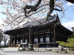 くろ谷 金戒光明寺 / Kurodani Konkai-Komyo-ji Temple / Temple Kurodani Konkai-Komyo-ji Cabin, House Styles, Home Decor, Decoration Home, Room Decor, Cabins, Cottage, Home Interior Design, Wooden Houses