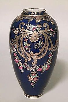 English Victorian accessories urn/vase porcelain