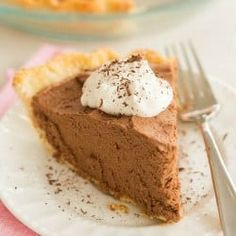 French Silk Chocolate Pie via @browneyedbaker Chocolate Pie Recipes, Chocolate Pies, Chocolate Filling, Chocolate Heaven, 13 Desserts, Dessert Recipes, Sweets Recipe, Recipe Recipe, Cakepops