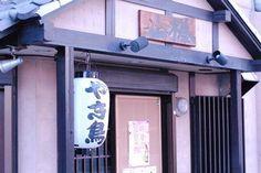 堺東駅のジョルノ側へ広い道を、新町交差点のローソンの角を左に曲がりスグ。