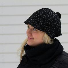 Leinikki-model. High quality wool material. Personliga hattar från Finlands hjärta.