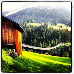 Hängebrücke über die Höllenbachschlucht