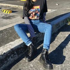 grunge style women's clothing. You are in the right place for grunge maquillaje Here we offer you the most beautiful pictures with the … - myeasyidea sites Mode Outfits, Retro Outfits, Vintage Outfits, Casual Outfits, Edgy School Outfits, Hipster Outfits, 80s Style Outfits, Cute Edgy Outfits, Hipster Chic