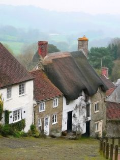 Gold Hill, Shaftesbury, Dorset (Creative Commons) Who can see this without thinking of Hovis? :-)
