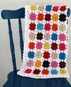 Love the solid squares, white borders and edging. Crochet baby blanket granny squares. €75,00, via Etsy.