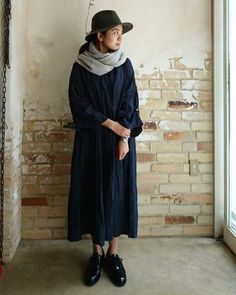 NEW ARRIVAL フェルト帽(C.GREY)8,800yen+tax/Italian Hat Company・リネンバタフライワンピース(NAVY)23,000yen+tax/nest Robe・カシミヤスヌード(BEIGE) 24,000yen+tax / nest Robe・ダービーシューズ(BLACK)47,000yen+tax/SANDERS