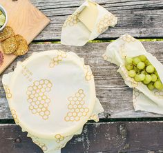 Bee's Wrap Sustainable Food Storage: Beeswax wraps that actually stay sealed! Replaces plastic wrap and bags. Bees Wax Wraps, Bees Wrap, Plastic Wrap For Food, Alternative To Plastic Bags, Beeswax Food Wrap, Sustainable Food, Sustainable Products, Sustainable Living, Eco Products
