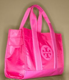 hot pink tory tote<3 Would make a great gym bag