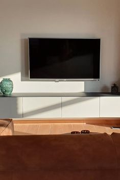 Interior Inspiration, Room Inspiration, Living Room Decor, Living Spaces, Handmade Wall Clocks, Sweet Home, Decoration, Indoor, Attention