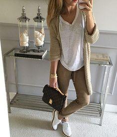 #naturalne materiały, klasyczny look plus wygoda to połączenie, które powinno sprawdzić sie w każdej sytuacji. #spodnie z zamszu…