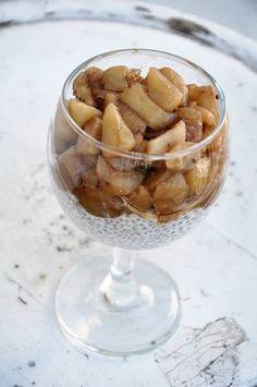 Ostatnio dość popularny przepis, pojawia się na wielu blogach kulinarnych, musiałem więc spróbować. Dodatkowo w szafie zalegają mi nasiona chia, więc win-win ; ) Deser jest banalny do przyrządzenia, potrzeba jedynie nieco czasu, by swoje odstał w lodówce. Więcej na: http://noeasy.pl/kuchnia/pudding-chia-z-jablkiem/