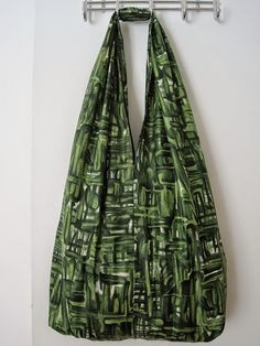 Fabric Bag FREE sewing pattern and tutorial This bag does heavy rotation in my life. I've got at least a dozen of them. They are large and roomy so I can pack them full. But they are light so you are not carrying the weight of the bag as well as the contents. And it's …
