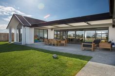 Brodie & Niki Retallick's stunning covered outdoor patio with sun louvre shutter system. #house #outdoorliving #sunlouve  #brodieretallick #generationhomes #outdoorfurniture