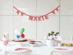 Auf der Mammilade n-Seite des Lebens: ZWEI... Und ganz viel Feierei   Von Punktlandungen, Spitzenideen und Streifenliebe   Ein Zebrakuchen und 6 weitere DIY-Party-Ideen, Birthday, Geburtstag, Tischdeko, gedeckter Tisch, table setting