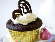 CAKE ON THE BRAIN: BEST EVER QUINOA CHOCOLATE CUPCAKES FOR VALENTINE'S DAY!