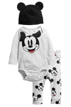 Discover a range of clothes for baby boys and toddlers at H&M, with practical options in fun prints and colours. Shop online for little boy outfits now. Baby Boy Swag, Cute Baby Boy, Baby Love, Cute Babies, Baby Kids, Baby Outfits, Disney Outfits, Toddler Outfits, Kids Outfits