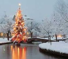 Bourton on the Water at Christmas