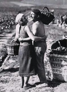 I am a dreamer Vintage Italy, Vintage Wine, Great Photos, Old Photos, Le Beaujolais, Wine Photography, Vides, Working People, In Vino Veritas