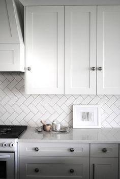 White kitchen. Zig zag splashback.
