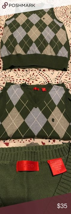 NWOT IZODsize small sweater vest! ⭐️⭐️🎉⭐️🎉⭐️ Izod size small sweater vest! ⭐️⭐️🎉⭐️🎉⭐️ 100% cotton, with izod monogram. Colors are soft green, gray and white! A great addition to your wardrobe! Izod Sweaters V-Neck