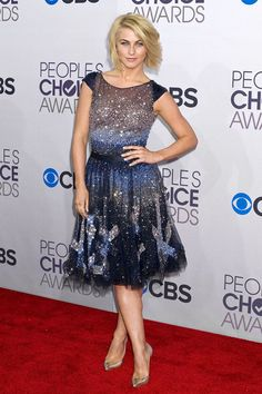 2013 People's choice awards. Julianne Hough wore a shimmery dress by Tony Ward Couture that nipped in nicely at the waist.