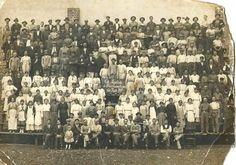 1916 - Uma rara foto da Cia. Paulista de Louça Esmaltada, que ficava na Rua João Antonio de Oliveira na Mooca. Foto do acervo pessoal de Daniel Colombo de Braga - na foto o bisavô de Daniel é o sexto da esquerda para a direita, da fila de baixo.
