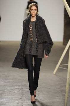Cozy Complicated. Great Sweater. Tess Giberson. Fall/Winter 2012. NYFW. Follow pins and tweets @Giselle Ugarte