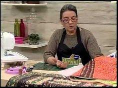 Tia Lili na TV: toalha de mesa com borda em curvas, bloco Rail Fence e canto mitrado - YouTube