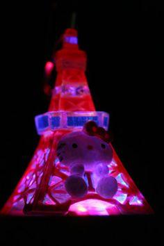 Hello Kitty as Tokyo Tower | photo by Naoko Miike