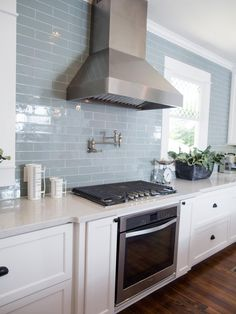 Other key features in the new kitchen are stainless steel appliances, vent hood and a subway tile backsplash in muted blue – a favorite color of homeowner, Jessica.