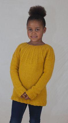 Denne genseren digger barna! Supermyk, god og varm og nesten garantert kløfri i tjukk merinoull. Rett og slett en YES!-genser. E Design, Pullover, Sweaters, Fashion, Threading, Moda, Fashion Styles, Sweater, Fashion Illustrations