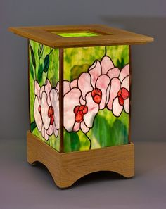 Stained glass lamps and andons, original designs                                                                                                                                                                                 Más