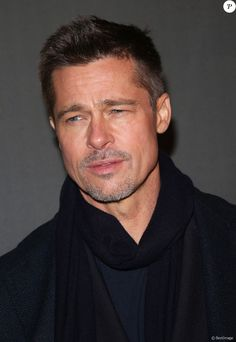 How mercy! Brad Pitt Haircut, Taylor Lautner, Brad And Angelina, Avant Premiere, Oklahoma, Hollywood Actor, Most Beautiful Man, Good Looking Men, Facial Hair