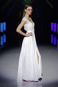 Her Effortless Elegance and casual Grace make her a timeless beauty, her style embraces femininity, in a harmonious way. Bridal Fashion Week, Timeless Beauty, Formal Dresses, Wedding Dresses, Her Style, Red Roses, Catwalk, Bridal Gowns, Fashion Show
