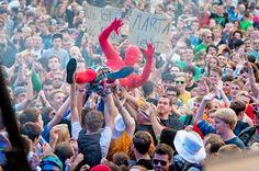 Juicy Beats Festival 2013 - Das Juicy Beats Festival wird volljährig! Das größte Festival für Electronic- und Independent Music in NRW findet am Samstag, dem 27. Juli bereits zum 18. Mal im Dortmunder Westfalenpark statt. Headliner sind Marteria, Fritz Kalkbrenner und The Notwist. Weitere Top-Acts sind Leslie Clio, Crystal Fighters, 257ers, Left Boy, Friska Viljor, Catz n Dogz, Moop Mama, Kid Simius, Tube & Berger, Megaloh, Grossstadtgeflüster, Ewert and The Two Dragons, Hans Nieswand...