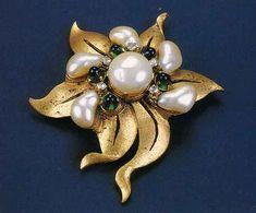 """Broche Chanel de 1920, reeditado en 1935. De """"Las joyas de Chanel"""" por Mauriès."""