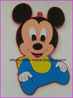 EL TALLER DE LUZ MARIA: CARTEL PARA DORMITORIO MICKEY MOUSSE BEBÉ DE GOMA ... Figuras Para Baby Shower, Miki Mouse, Fiesta Mickey Mouse, Baby Disney, Felt Crafts, Cartoon Characters, Leo, Mini, Sailor Baby