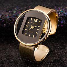 Shop & Buy Women Watches New Luxury Bracelet Watch Gold Silver Dial Lady Dress Quartz Clock Hot bayan kol saati Online from Aalamey Fossil Watches, Cool Watches, Women's Watches, Ladies Watches, Cheap Watches, White Watches, Stylish Watches, Watches Online, Casual Mode