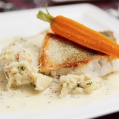 What does walleye taste like? Discover the mouth-watering answer to this curious question through this need to know guide about walleyes. Filets, Fish Dishes, Thai Red Curry, Risotto, Mashed Potatoes, Seafood, Cooking, Ethnic Recipes, Easy