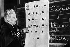 Maria Montessori expose ses méthodes à l'Université de Pérouse en 1951.