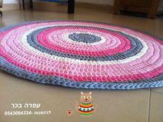 שטיח סרוג בעבודת יד קוטר 1.20 השטיח הזה סרוג בהזמנה ניתן להזמין שטיח כזה במבחר צבעים ניתן לכבס במכונת כביסה ב- אפס מעלות מים קרים, תכנית צמר להזמנות עפרה בכר 054-3094334